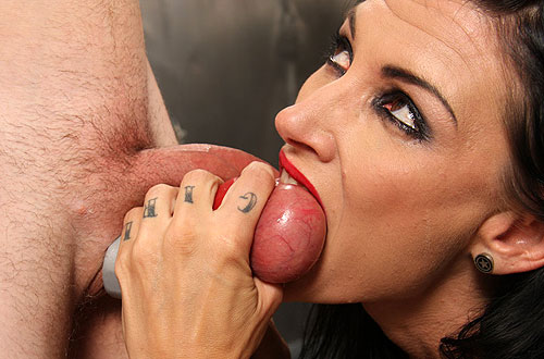 Tattooed Ballbiting mistress